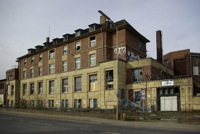 Leer stehendens Bürogebäude auf dem Gelände der Papierfabrik Anfang 2014.