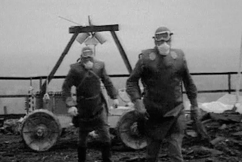Liquidatoren auf dem Dach von Reaktor IV. Foto: YouTube