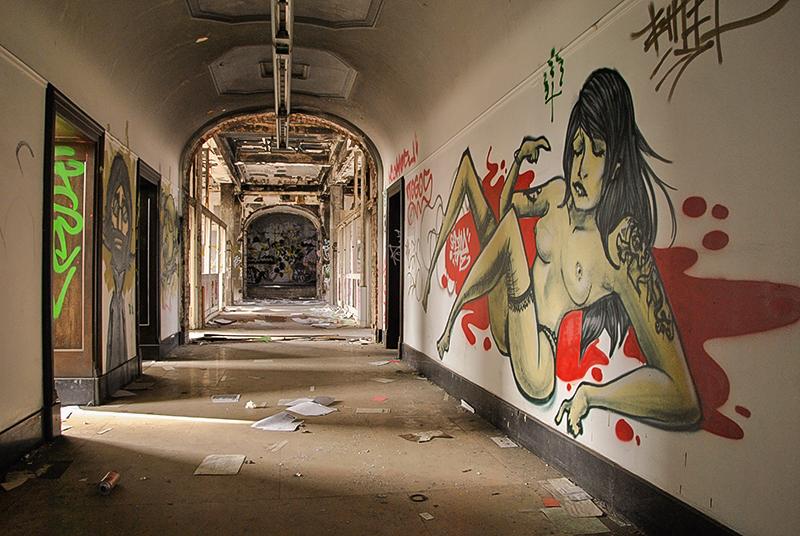 """In den dunklen, weitläufigen Gängen können sich""""Künstler"""" und Vandalen austoben."""