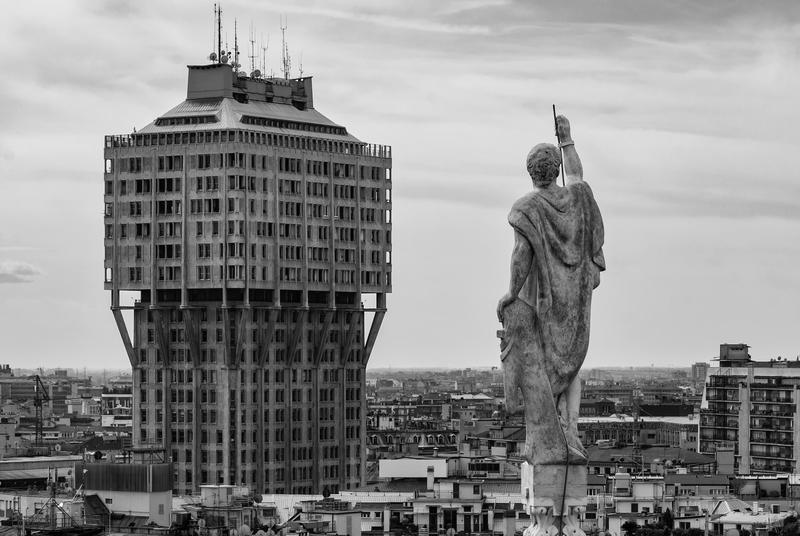 17 Milano_Italy_Torre-Velasca-from-Duomo-01