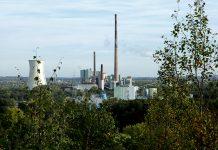 Blick von der Halde Minister Achenbach zum alten Kohlekraftwerk in Lünen