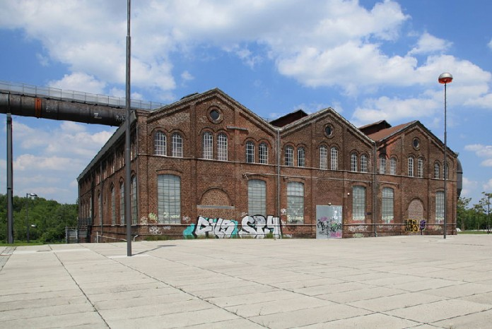 Phoenixplatz mit Phoenixhalle in Dortmund. Foto: Wikimedia Commons/Frank Vincentz/CC BY-SA 3.0